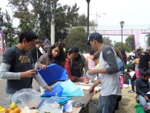 Talleres para chicos y grandes organizados pro vecinos de Iztapalapa